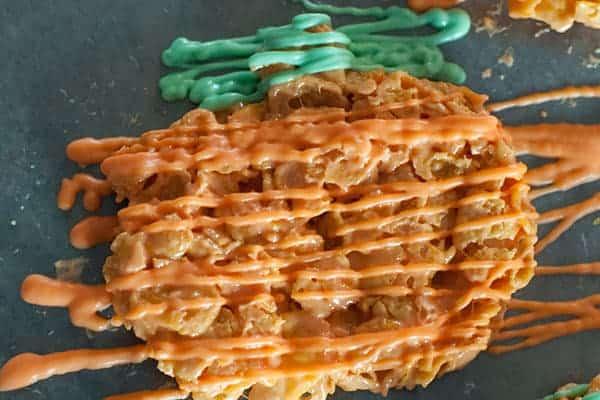 pumpkin-corn-flake-treat-process-green-drizzle