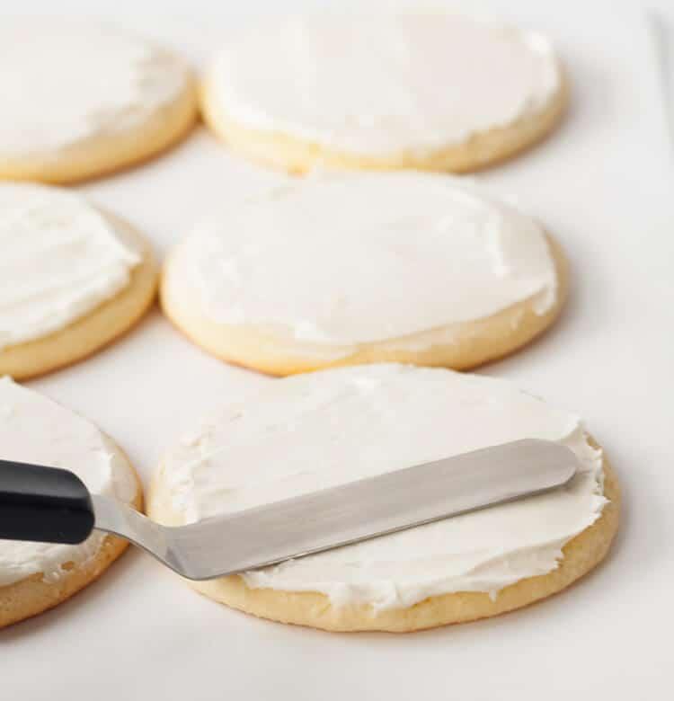 Frosting round sugar cookies
